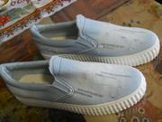 продаются спортивные новые туфли