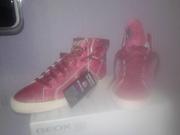 Продам новые ботинки Geox
